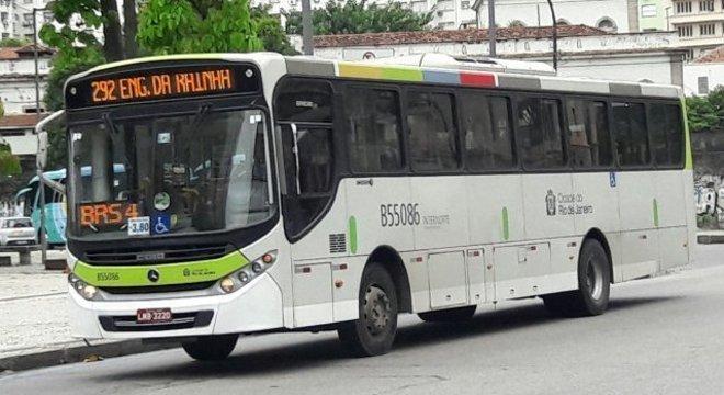 31 ônibus da Transporte Estrela Azul foram lacrados pela SMTR