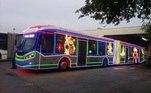 ônibus com decoração natalina