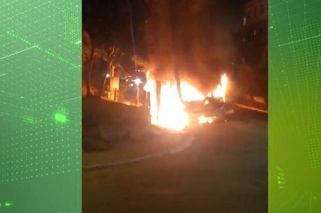 Dois ônibus foram incendiados no protesto