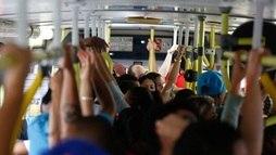 Moradores da Baixada são os que mais saem da cidade para trabalhar (Joel Silva/Folhapress)