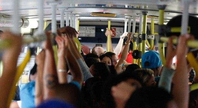 Para chegar ao trabalho, moradores da Baixada enfrentam dificuldades no transporte público