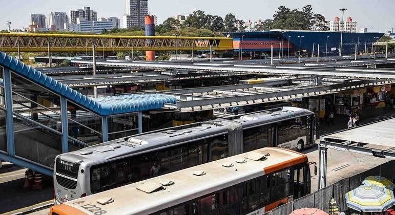 Frota de ônibus da capital paulista emitiu 50% menos poluentes em janeiro de 2021