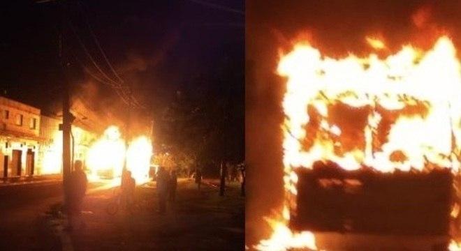 Grupo ateia fogo em ônibus na zona leste de São Paulo