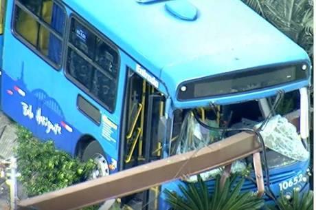 Passageiros do coletivo não ficaram feridos
