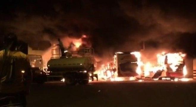 Grupo respondia por incêndio criminoso e danos contra ônibus e prédios públicos