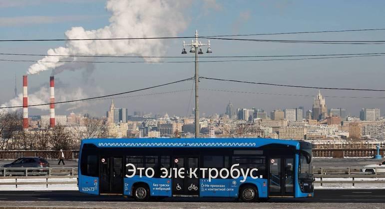 Moscou pretende aumentar frota de ônibus elétricos de 600 para 2 mil