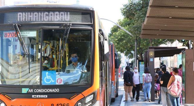 Poluição causada por ônibus cai mais de 50% durante a pandemia em SP