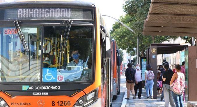 Justiça de SP decide contra fim da gratuidade do transporte público para idosos