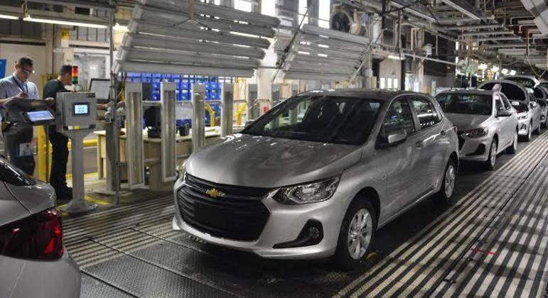 Linha de produção da Chevrolet: chips e equipamentos usados no Onix são importados