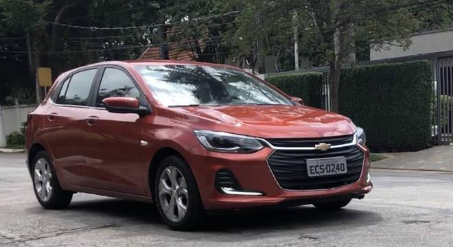 Chevrolet Onix é o líder entre os compactos e completo chega a R$ 75 mil sem considerar descontos