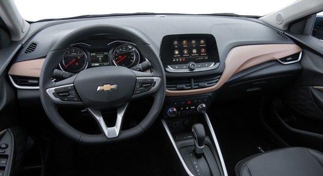 Interior da versão Premier que inclui nova geração da multimídia com internet 4G e wi-fi a bordo