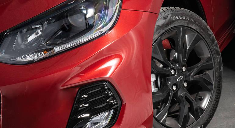 Modelo tem novo desenho das rodas que são de alumínio aro 16