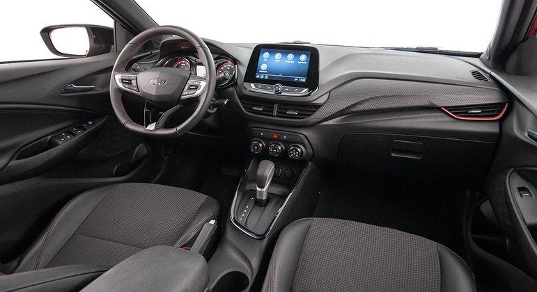 Interior conta com central Mylink com espelhamento para Android Auto e Apple CarPlay