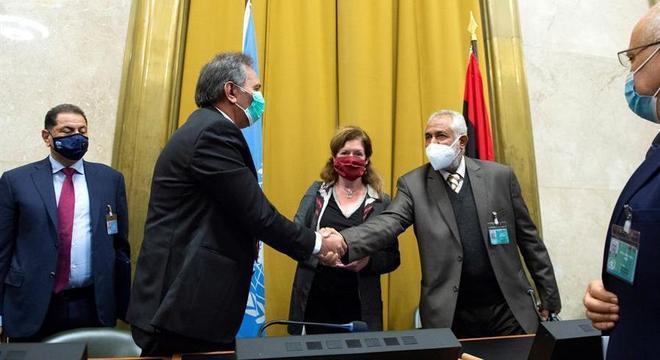 Representantes do Parlamento e do Governo fecharam cessar-fogo na Suíça
