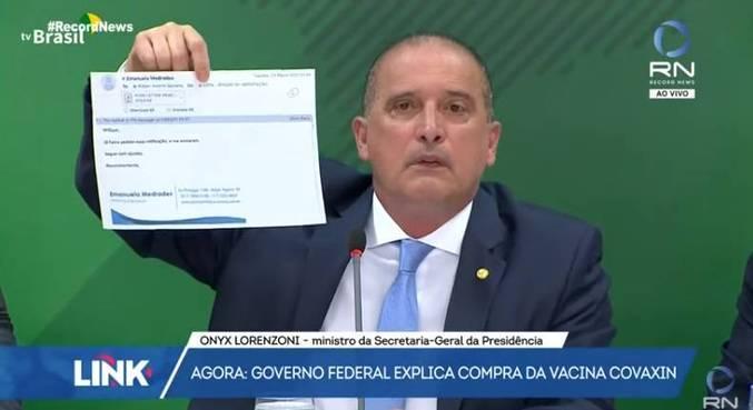 O ministro Onyx Lorenzoni, durante coletiva sobre denúncia na compra da Covaxin