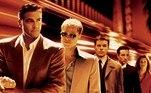 Onze Homens e Um Segredo: George Clooney, Brad Pitt, Matt Damon e Julia Roberts chegavam aos cinemas com um animado filme de policial, 20 anos atrás. A história caiu nas graças do povo e da crítica e ganhou duas sequências e uma versão feminina, em 2018