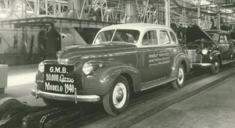 GM comemorando 10 mil carros produzidos
