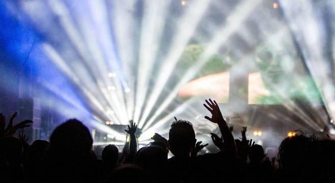 Proposta pretende proibir festas comerciais com bebida liberada