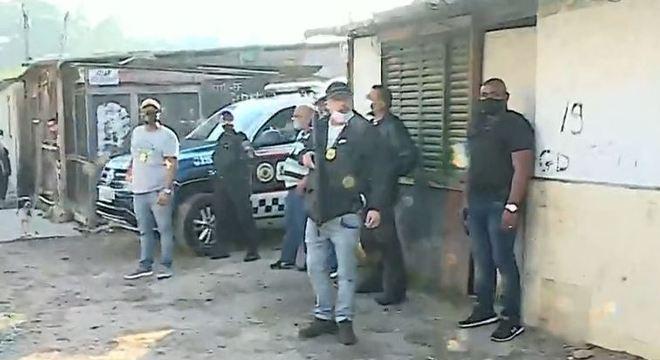 Polícia faz operação em cemitérios clandestinos em SP