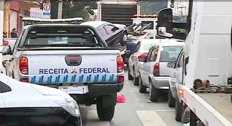 Operação da polícia e da Receita esperam apreender uma tonelada de cigarros ilegais