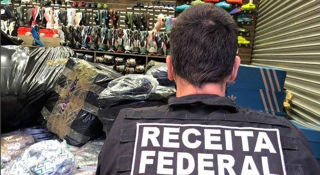 Operação da Receita Federal mira venda de calçados falsificados no Brás