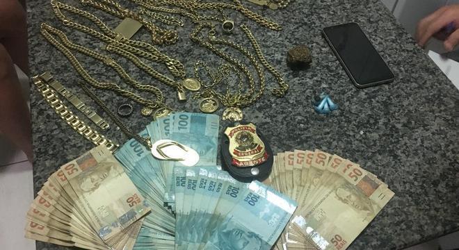 Joias, dinheiro e drogas são apreendidas em operação da PF em Itatiba