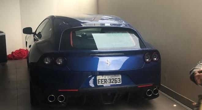Carros como Ferrari e Audi estão entre os mandados de busca e apreensão