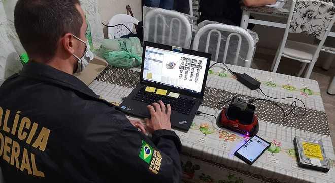 Polícia identifica homem acusado de estuprar crianças e postar fotos na Deepweb