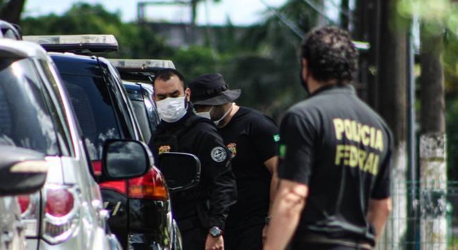 Agentes da Polícia Federal durante operação