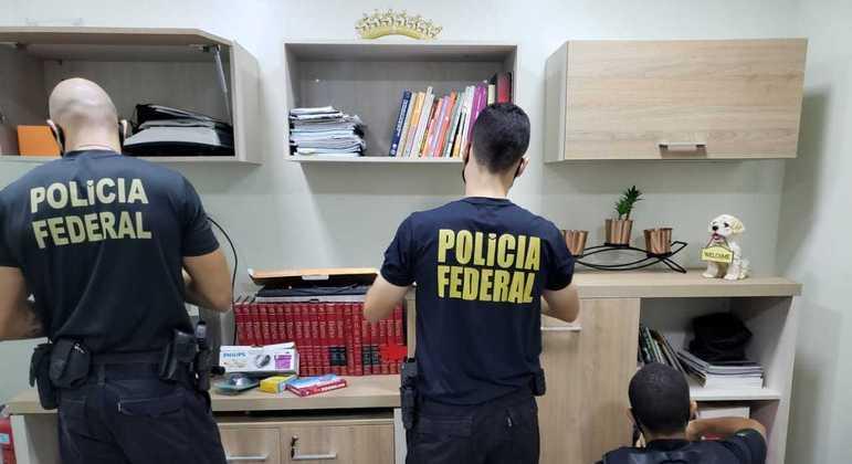 PF prende duas pessoas por posse de arquivos de pornografia infantil