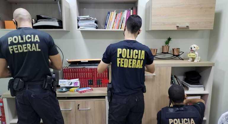 PF faz operação contra grupo que desviou R$ 1,6 milhão da saúde e educação em Roraima
