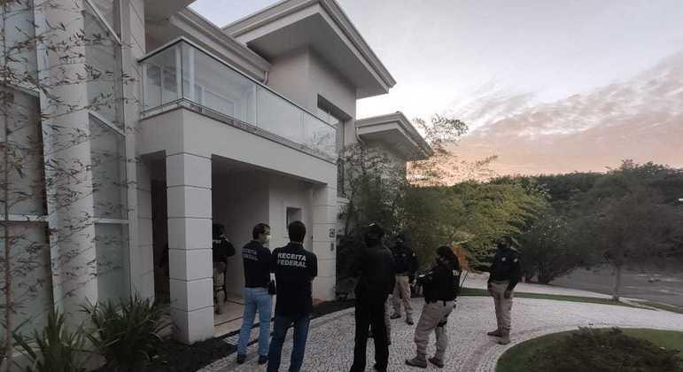 Fiscais da Receita Federal cumprem mandados de prisão no interior de SP