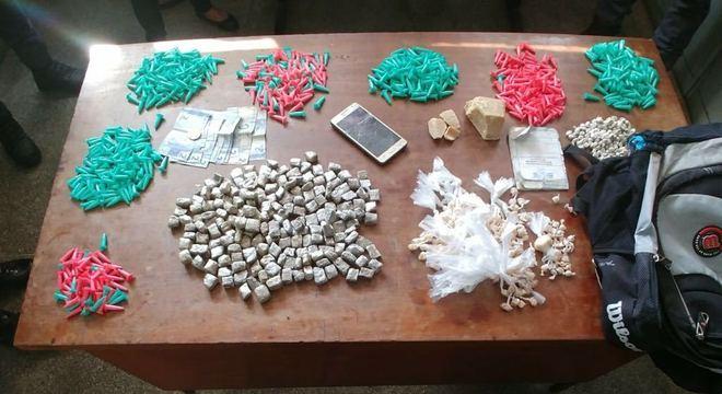 Em operação nas zonas sul e leste, a ROTA apreendeu drogas e embalagens