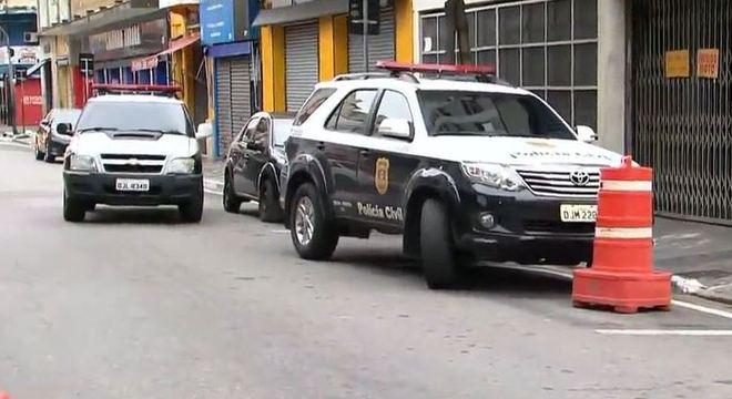 Polícia faz operação contra grupo suspeito de roubo e desmanche de carros