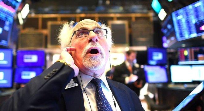 Vários economistas acreditam que mundo está perto de uma recessão global