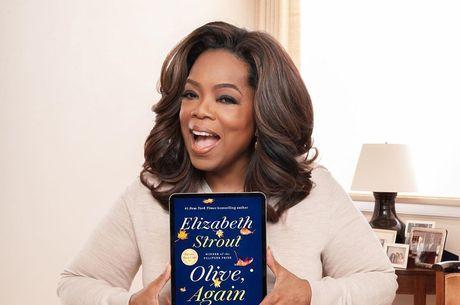 Oprah Winfrey cai durante palestra em Los Angeles