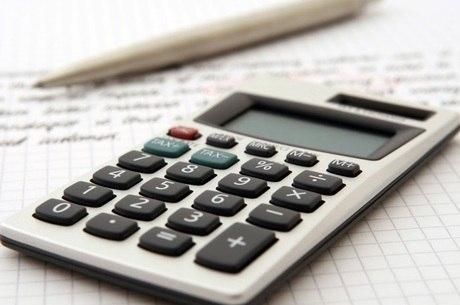 Primeira dica é criar uma planilha com os gastos e a receita
