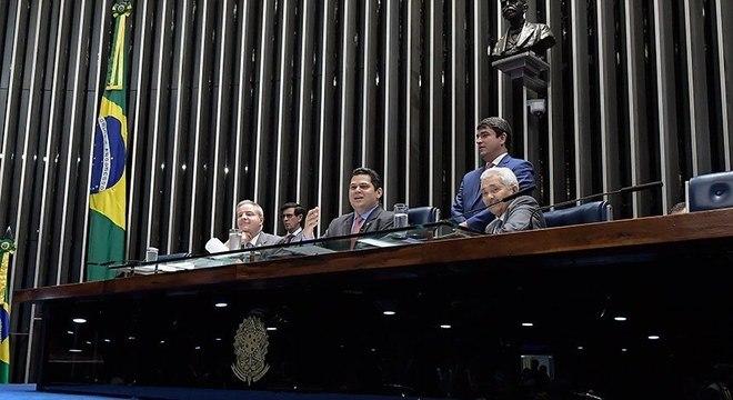 Senadores durante votação da PEC em plenário no Congresso Nacional