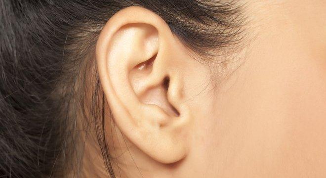 Quem escuta zumbidos de forma repetida deve procurar um médico