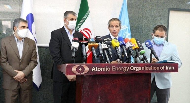 Chefe da Agência de Energia Atômica do Irã, Mohammad Eslami, durante discurso sobre acordo nuclear