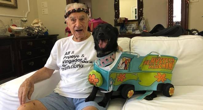 Orlando Drummond entrou para a rede social aos 99 anos