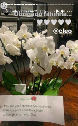 Orlando Morais recebe flores de Cleo