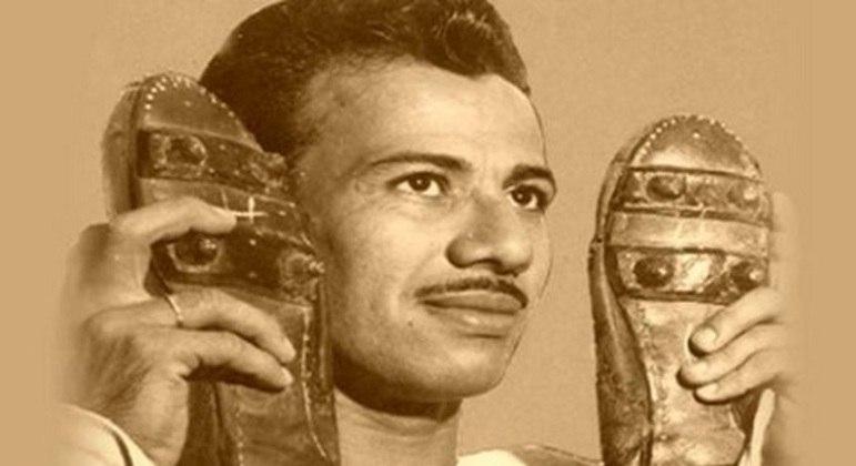 Orlando Pingo de Ouro - Agora terceiro maior artilheiro do Fluminense, atrás de Fred e Waldo, o atacante era o xodó da torcida nos anos 40 e 50. Teve papel fundamental na conquista da Copa Rio de 1952.