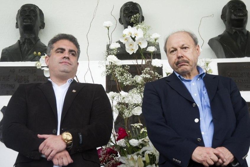 O vice Orlando Rollo, rompido com Peres, assume a presidência do Santos