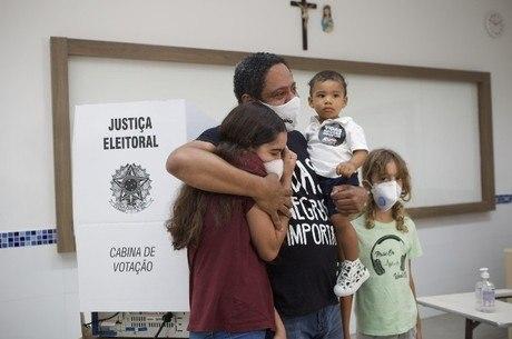 Orlando Silva votou na zona sul de SP