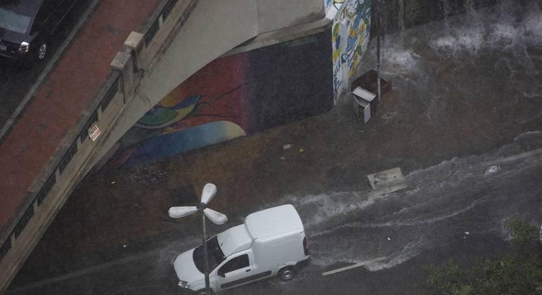 Forte chuva na região do centro em São Paulo (SP), nesta terça-feira (19)