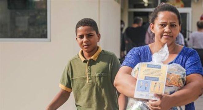 Os alimentos da cesta básica foram pensados para complementar as necessidades nutricionais dos estudantes para os próximos 30 dias, segundo informou a Secretaria de Educação do Recife