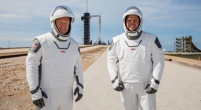 Astronautas Douglas Hurley e Robert Behnken tentarão novo lançamento neste sábado