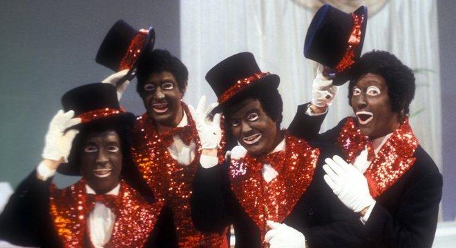 A BBC tinha um show que mostrava atores pintados de preto. O programa durou 20 anos, sendo encerrado em 1978
