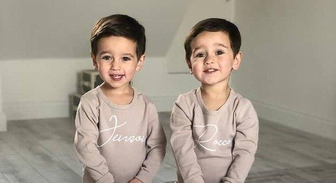 Os bebês gêmeos idênticos atualmente são modelos